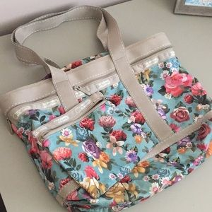 Gorgeous LeSportsac Tote Bag & cosmetic case